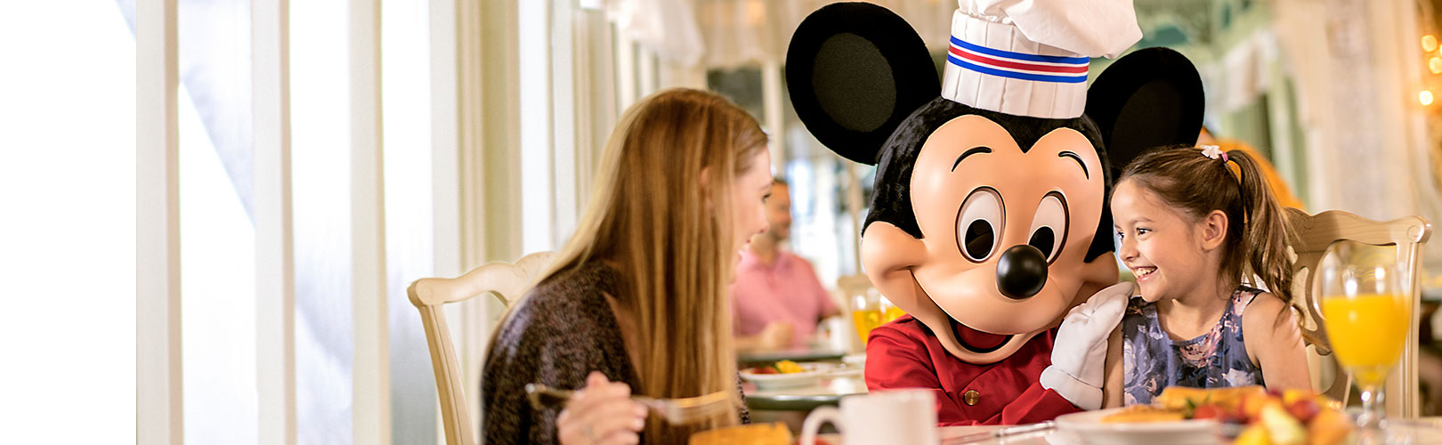 Book FREE DIsney Dining 2019 with Holiday Hamster