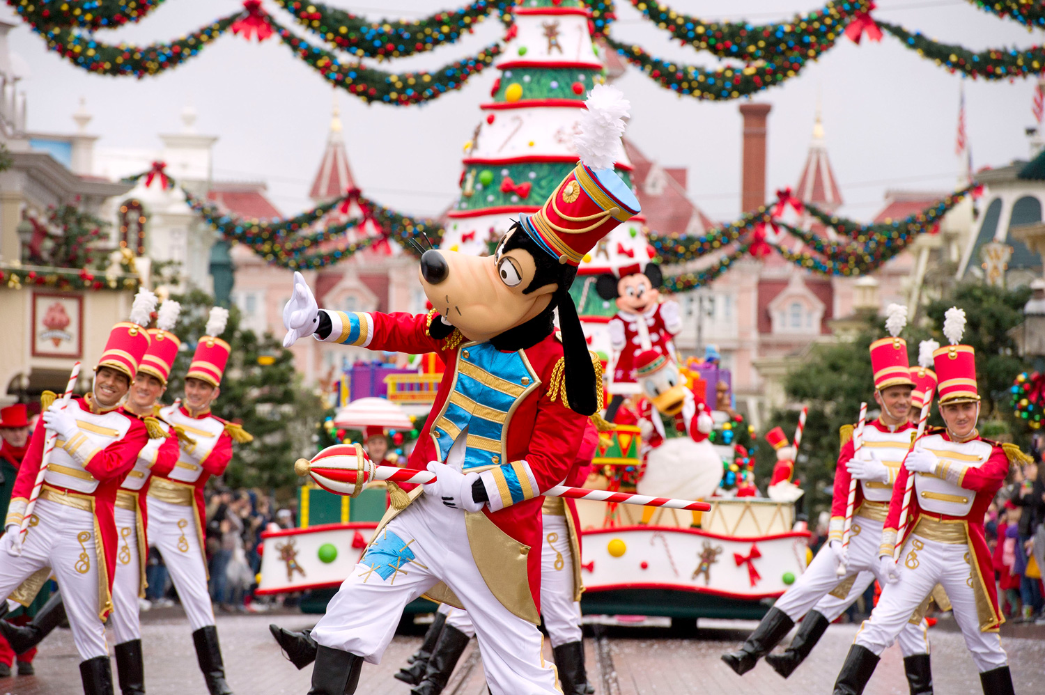 Experience A Truly Goofy Christmas at Disneyland Paris with Holiday Hamster