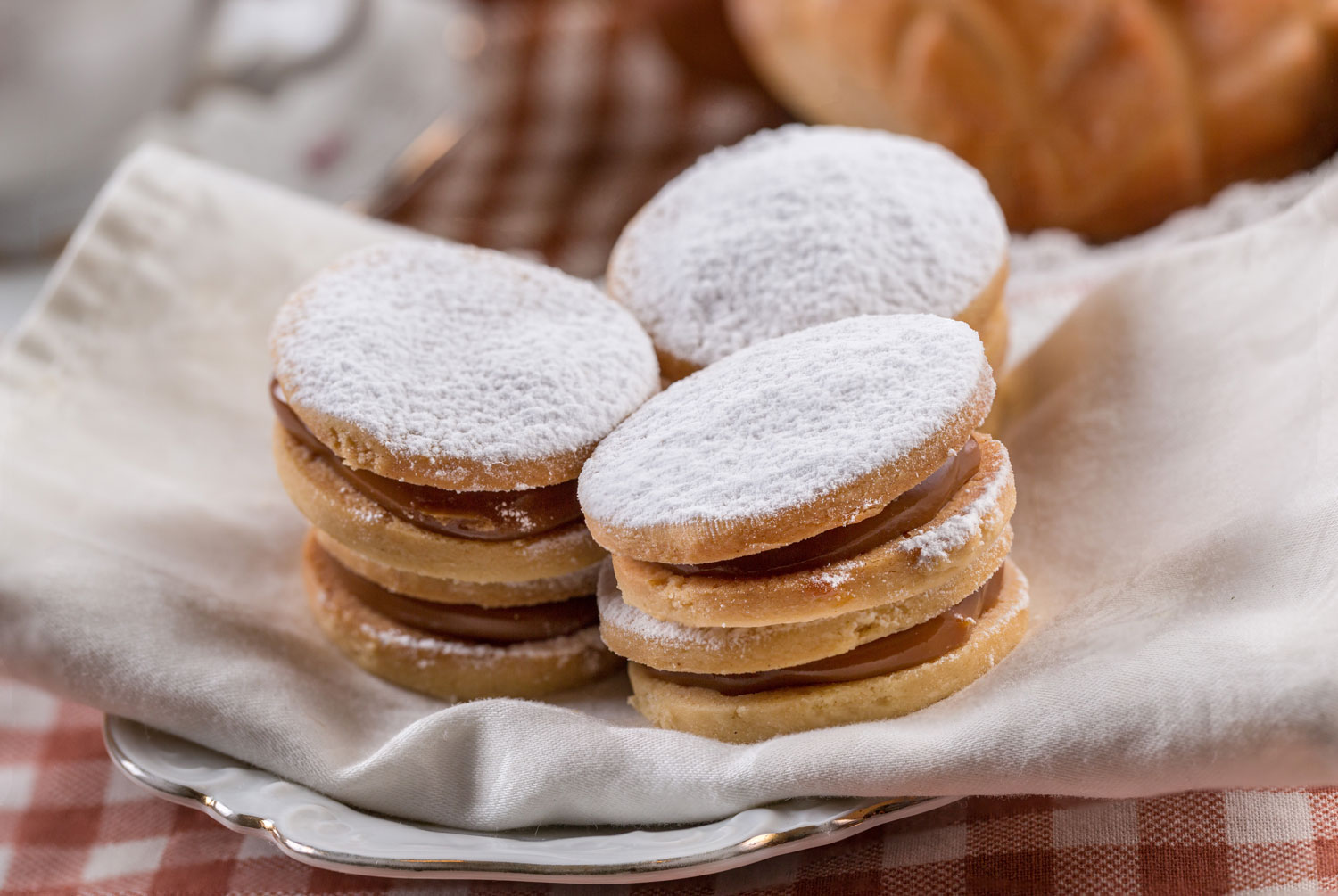 Sweet and Crumbly Alfajores