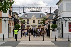 a Vallee Village Chic Outlet
